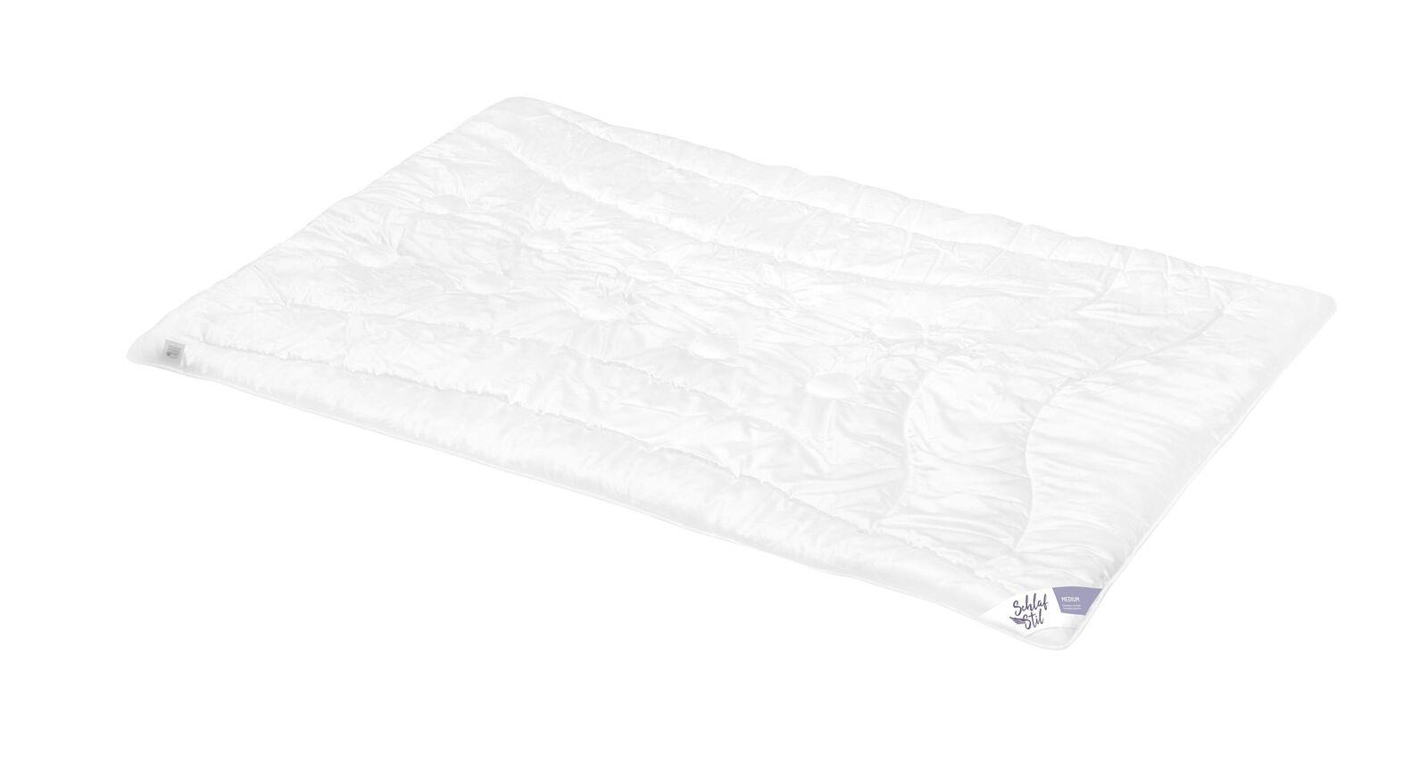 SCHLAFSTIL Cashmere-Flaum-Bettdecke N700 medium mit gestepptem Bezug