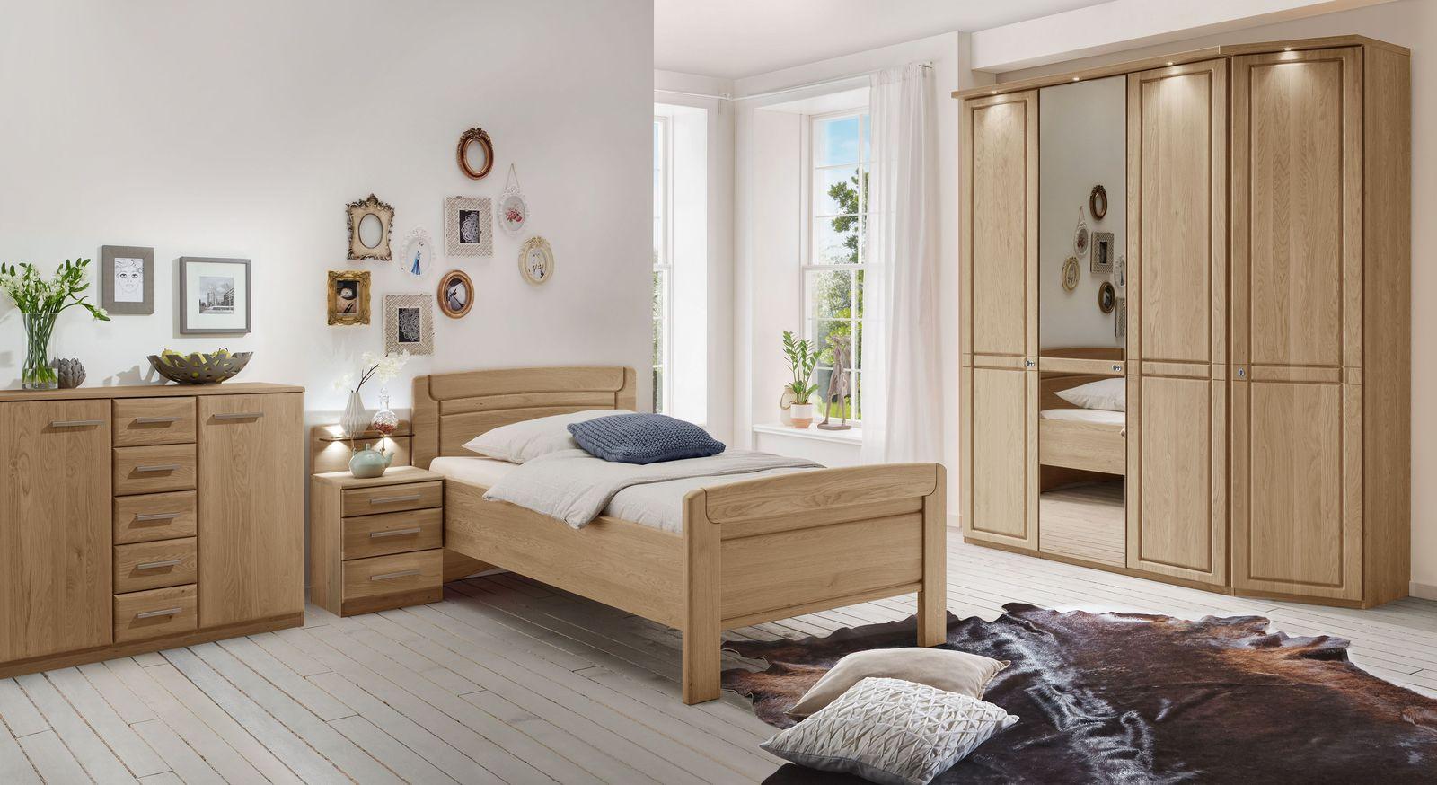 Schlafzimmer Hazleton mit Senioren gerechten Möbeln
