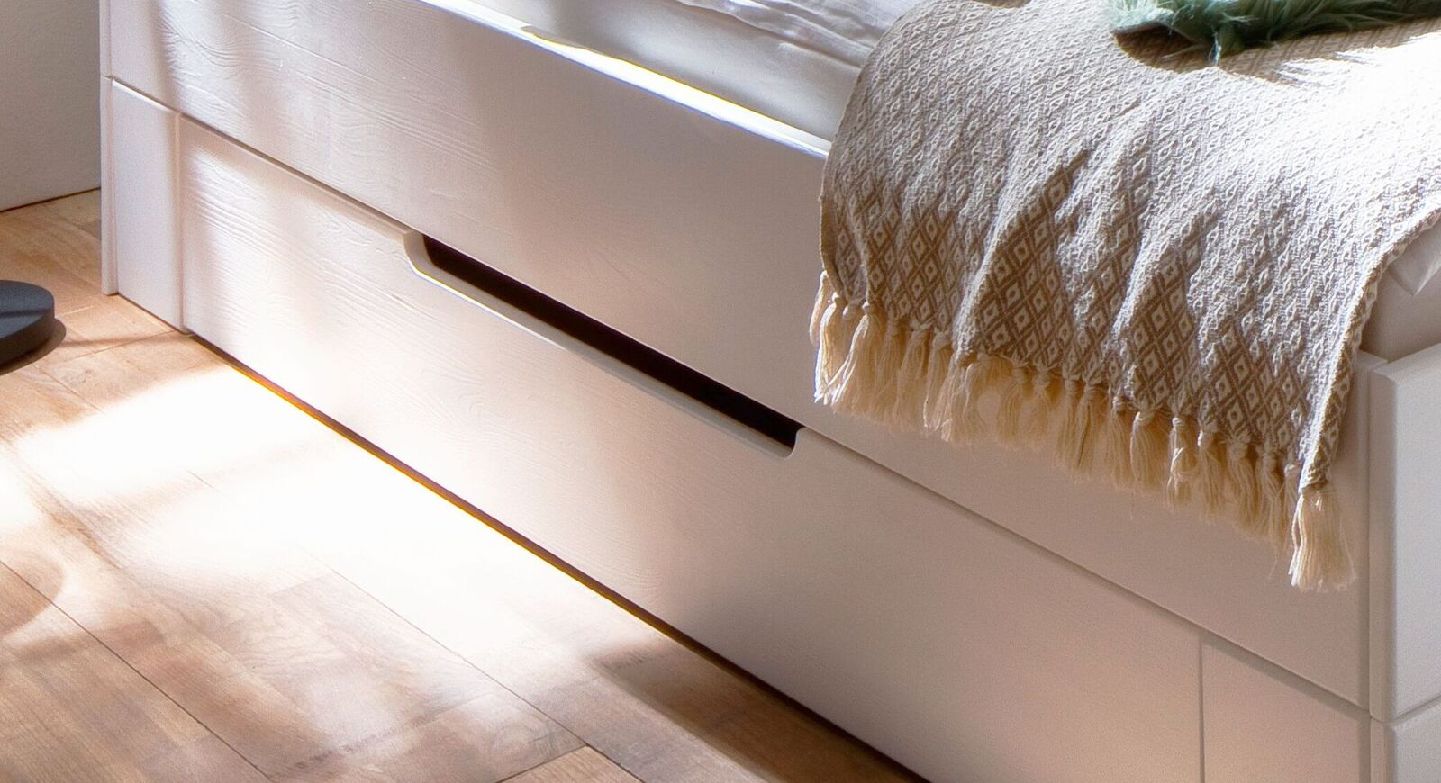 Schubkasten-Bett Ottena mit runder Griffmulde