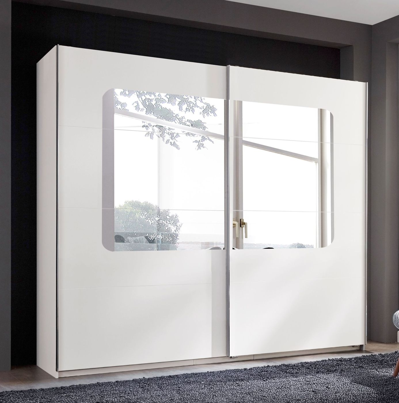 schwebet ren kleiderschrank in wei mit gro em spiegel corvara. Black Bedroom Furniture Sets. Home Design Ideas