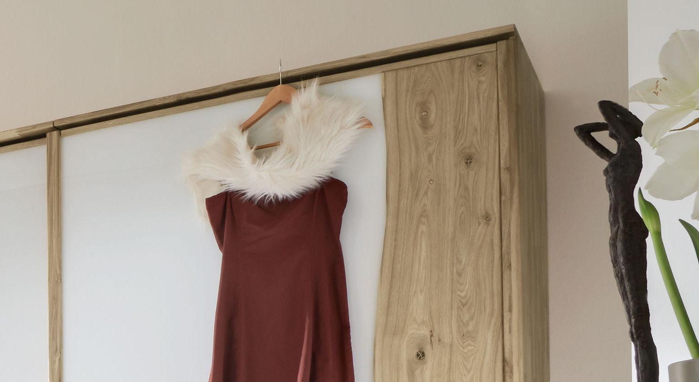 Schwebetüren-Kleiderschrank Imst mit passendem Passepartout-Rahmen