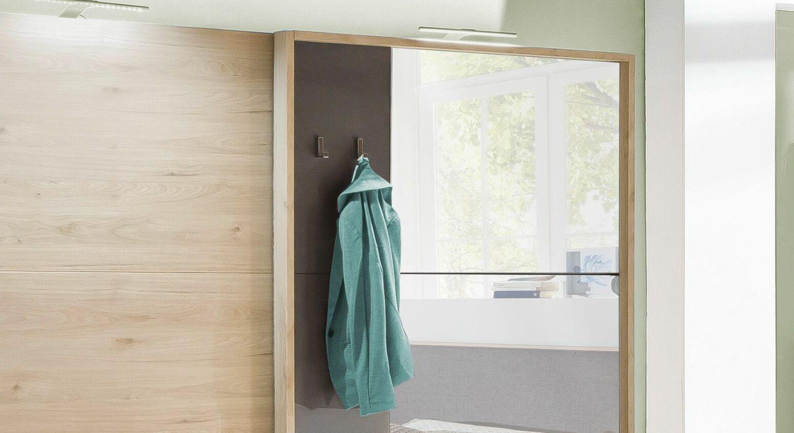 Funktionaler Schwebetüren-Kleiderschrank Naila mit Gaderobenhaken