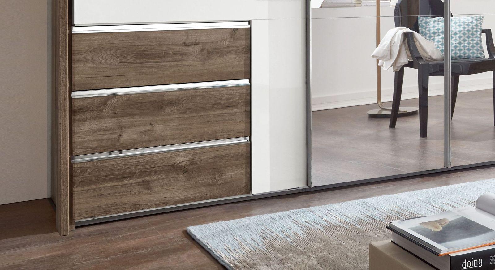 spiegel kleiderschrank mit hochglanz t ren und schubladen. Black Bedroom Furniture Sets. Home Design Ideas