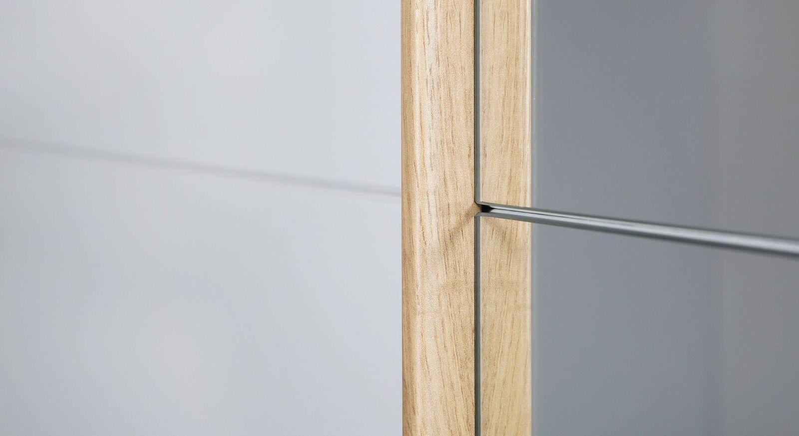 Schwebetüren-Kleiderschrank Sedina mit Holzleisten