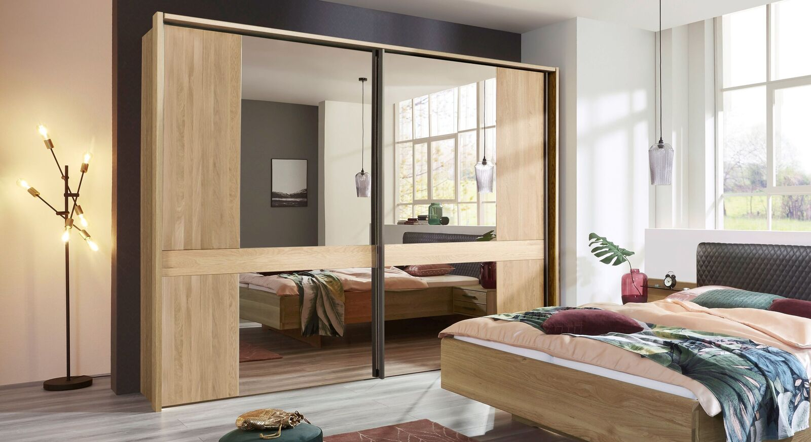Schwebetüren-Kleiderschrank Vitoria in Eiche teilmassiv mit modernem Design