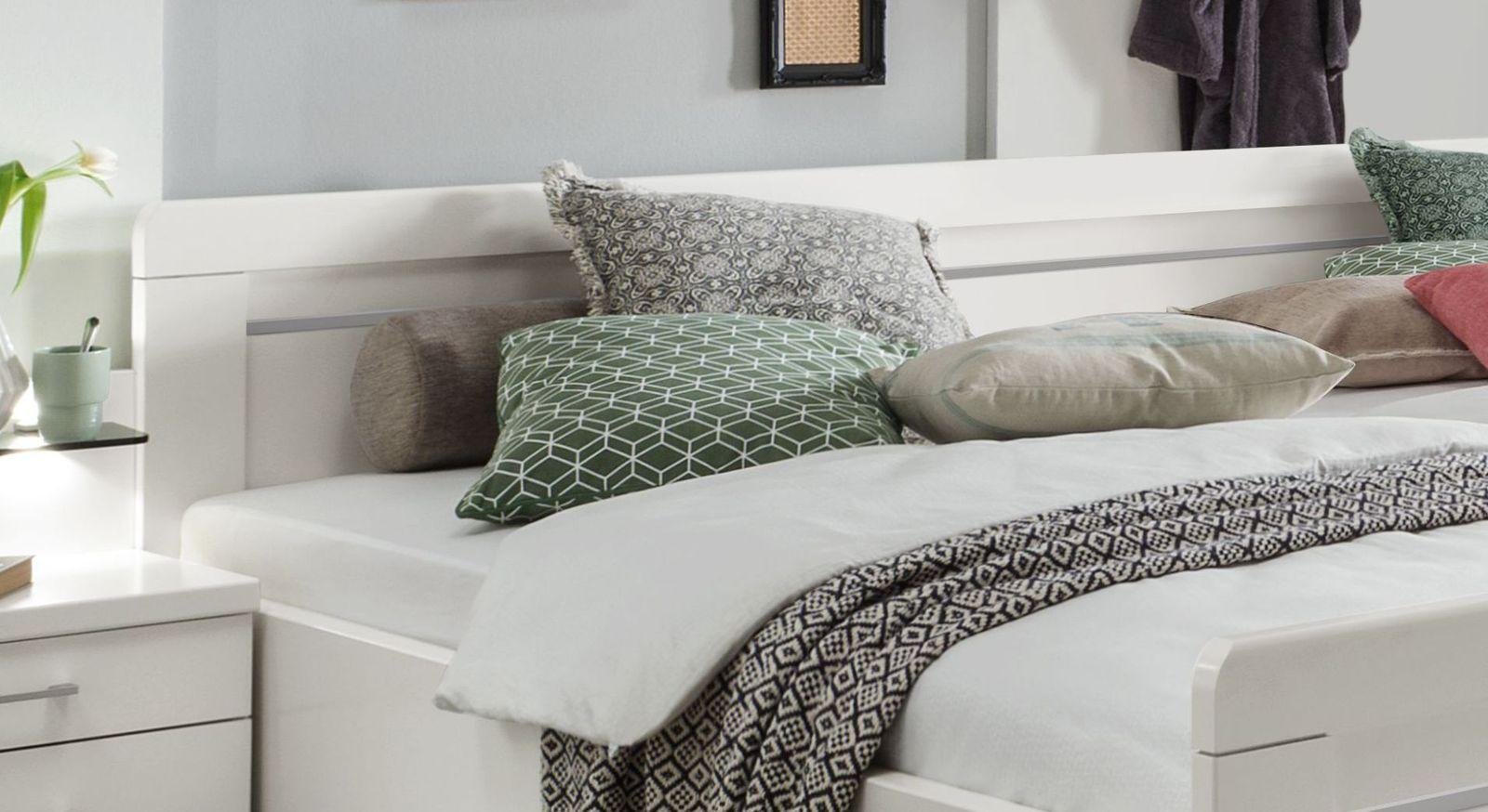 Senioren-Doppelbett Calimera mit durchgängiger Zierleiste am Kopfteil