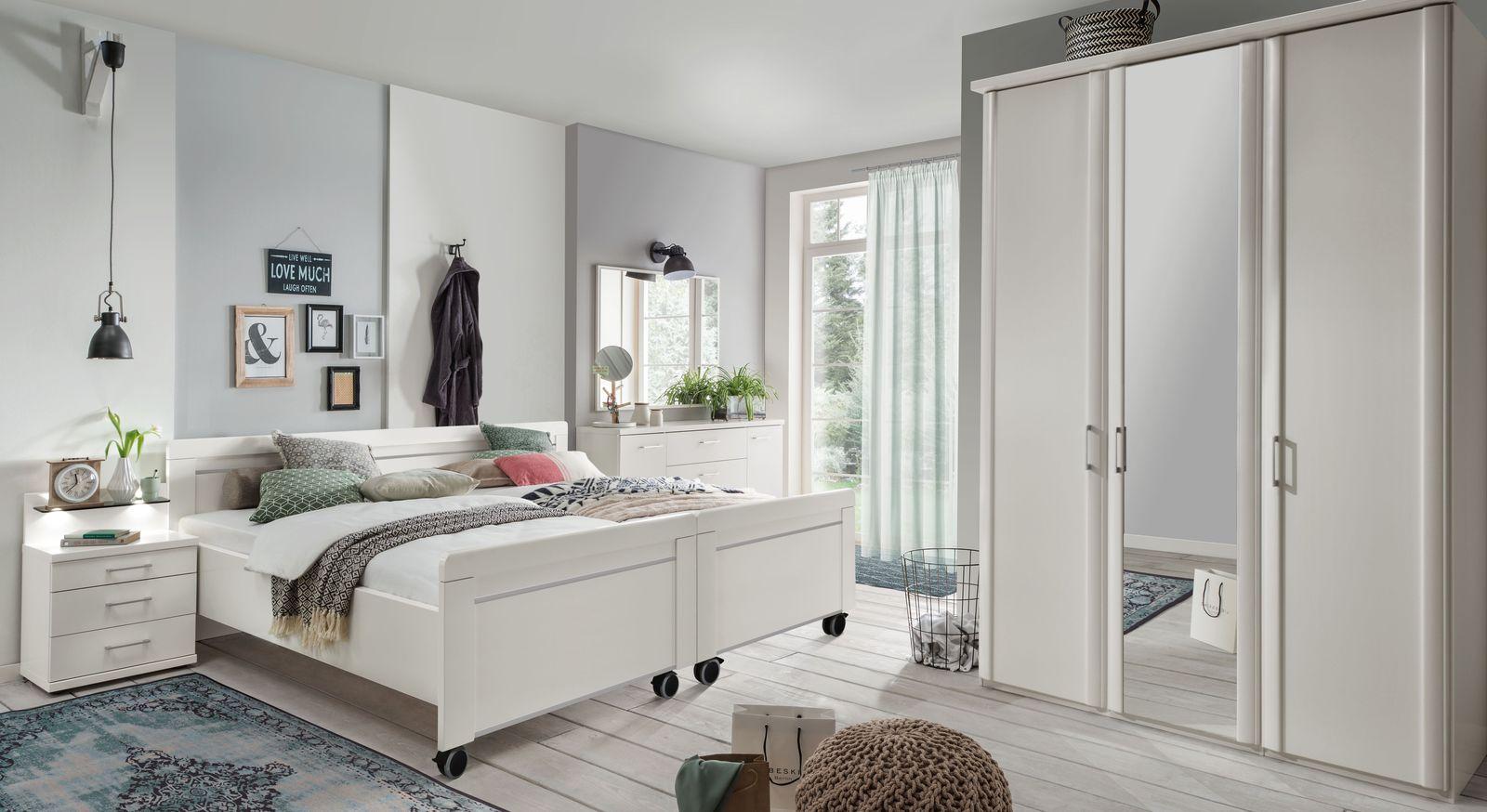 Senioren-Doppelbett Calimera mit passenden Schlafzimmermöbeln