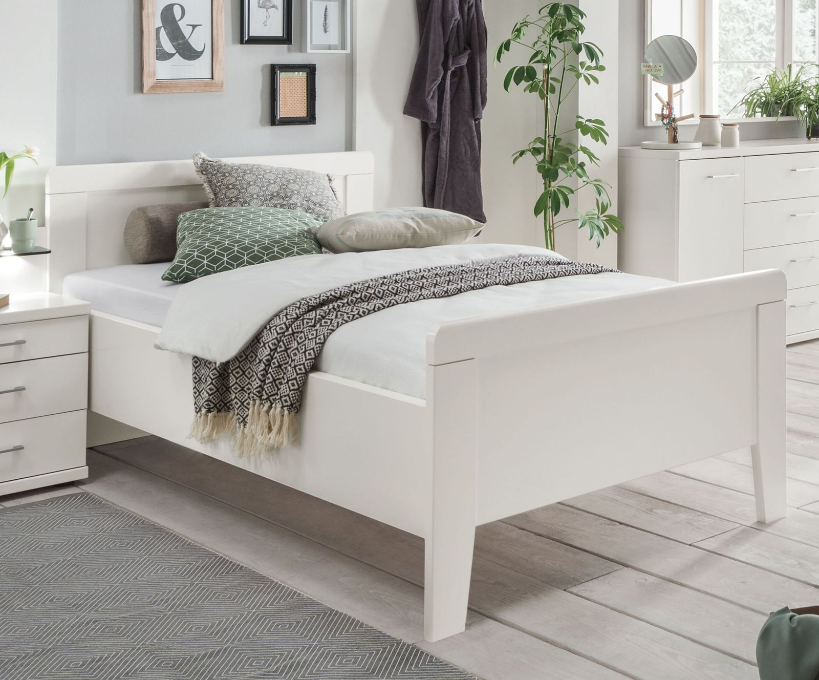 preiswertes seniorenbett in wei mit hohem fu teil calimera. Black Bedroom Furniture Sets. Home Design Ideas