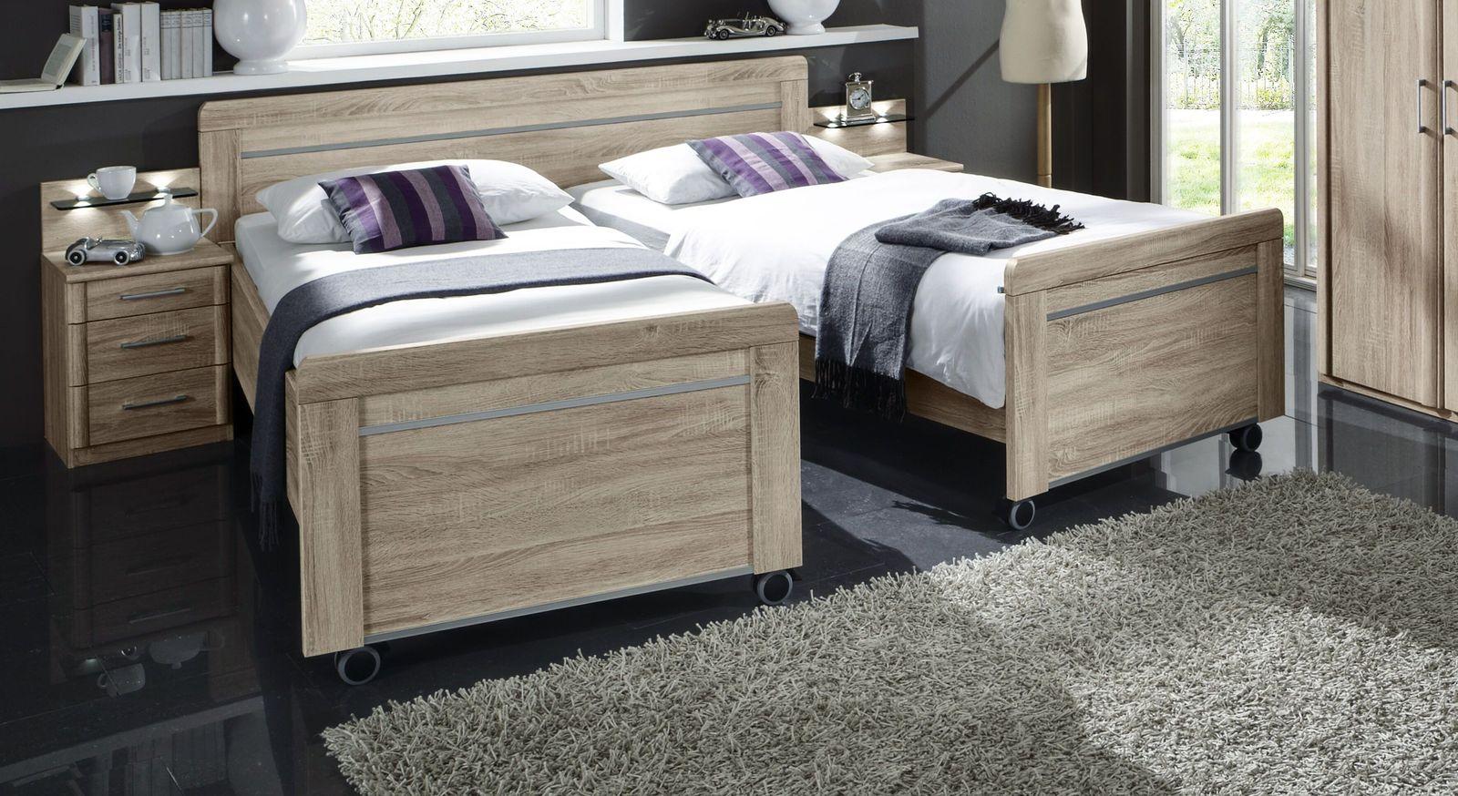 Funktions-Seniorenbett mit praktischem zweigeteiltem Fußende