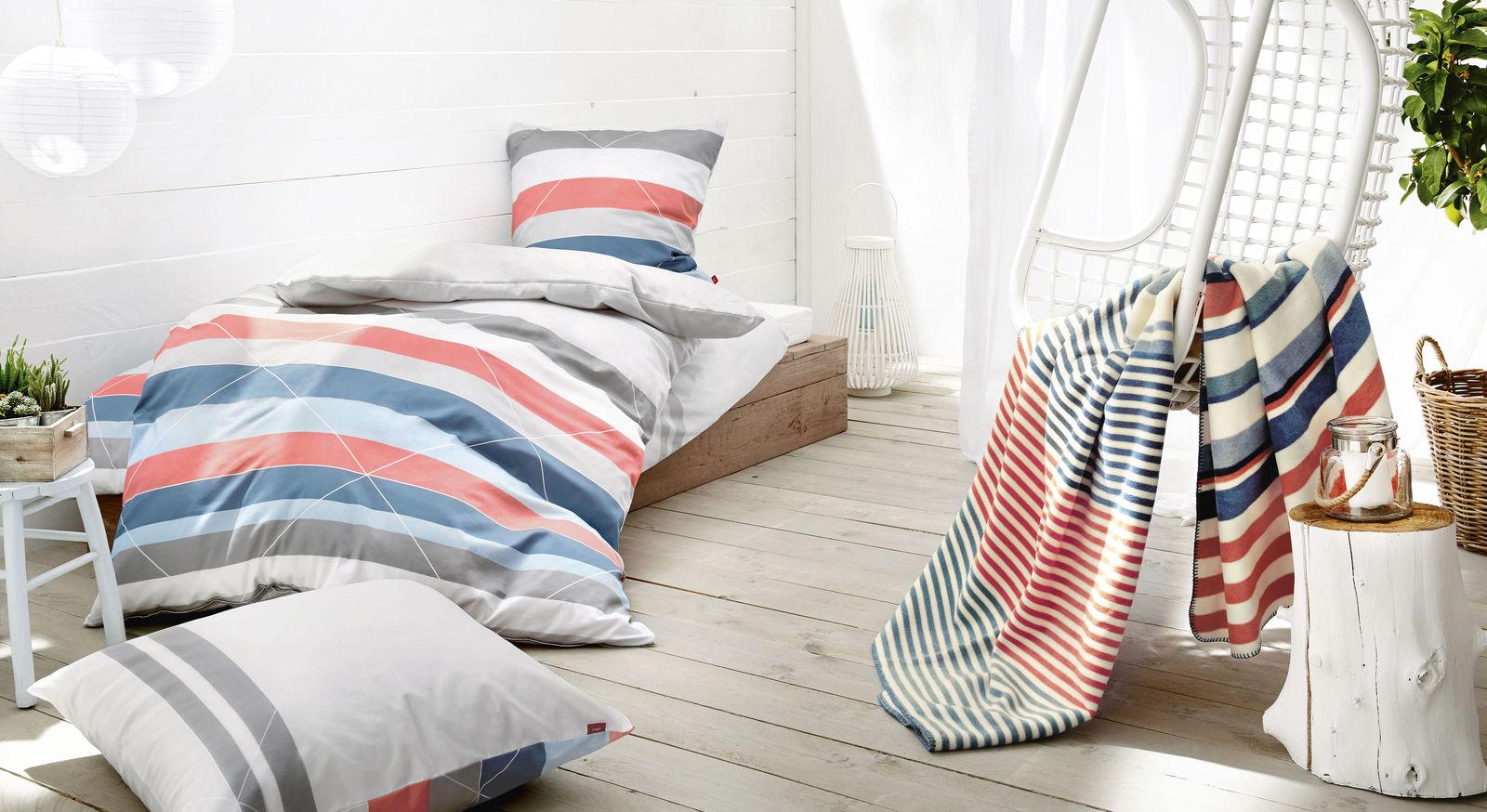 Kuscheldecke und Bettwäsche von s.Oliver Streifen weiß-blau mit passenden Produkten