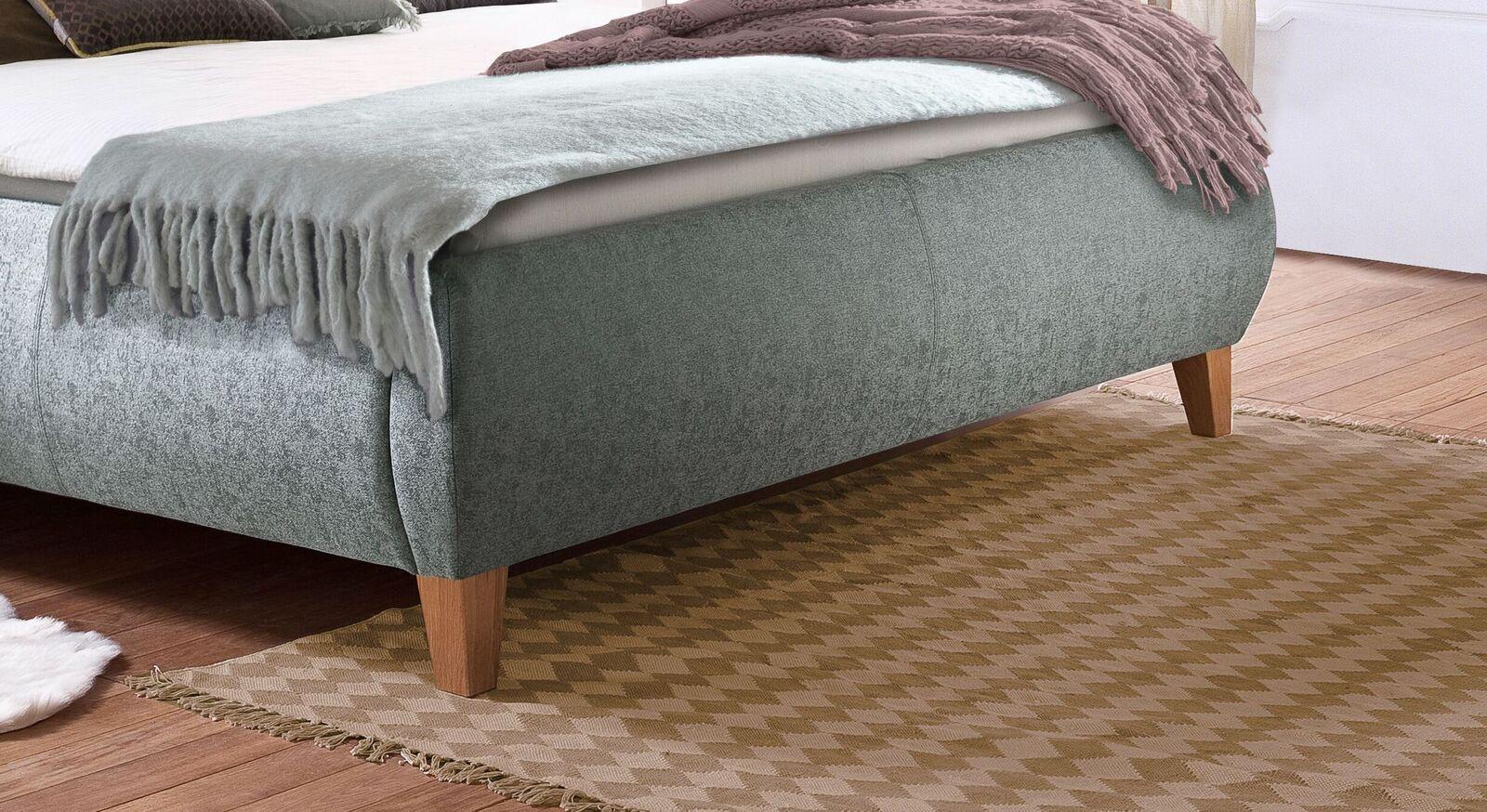 Stauraumbett Korela mit Bettbeinen aus Massivholz