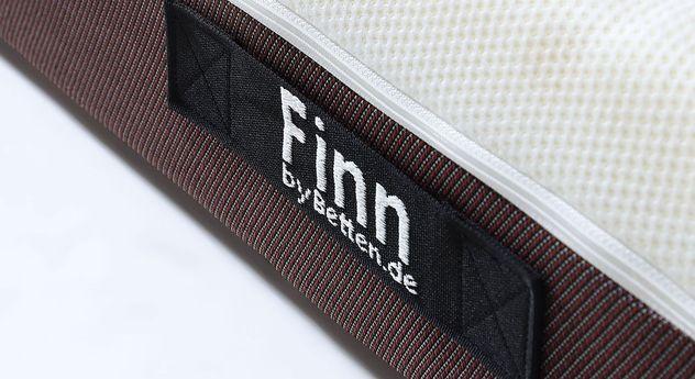 4-in-1 Wendematratze Finn mit bestickten Wendelaschen