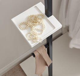 Praktische Ablageplatte der Garderoben-Kommoden
