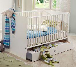 Babyzimmer Los Pinos in schlichtem Weiß