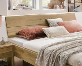 Bett Andaus Kopfteil mit unebener Schnittkante