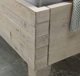 Bett Armevia mit spannender Relief-Oberfläche