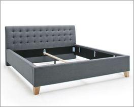 Stilvolles Bett Batana mit Stoffbezug und Holzfüßen