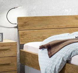 Bett Boa Vista mit geneigtem Kopfteil aus Massivholz