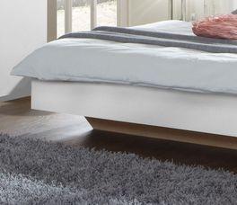 Bett Boquila mit eingerücktem Bettfuß