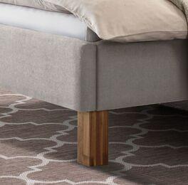 Bett Cassian mit robusten Holzfüßen