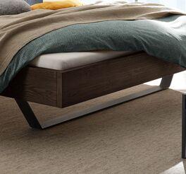 Bett Cenadro mit attraktiven Metallkufen
