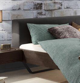 Bett Cenadro mit breitem Polster-Kopfteil