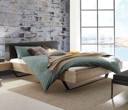 Bett Cenadro aus weißem Wildeichenholz
