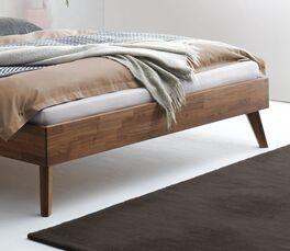 Bett Chiasa mit Bettbeinen aus Massivholz