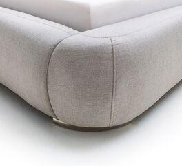 Bett Condea mit verchromten Metallfüßen