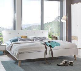 Helles Bett Corvara aus alpinweißer Spannplatte