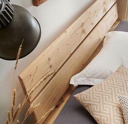Bett Cuamba mit geneigtem Holzkopfteil
