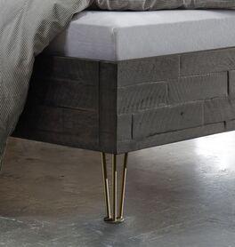 Bett Domenico mit attraktiven Metallfüßen