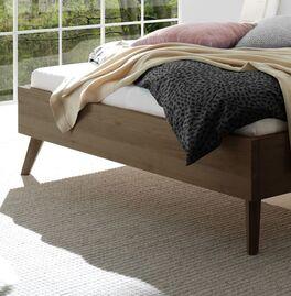 Bett Elvinar mit eleganten Füßen