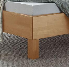 Bett Fenzlo mit massiven Blockfüßen