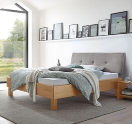 Bett Fenzlo mit Holzrahmen und Stoffkopfteil