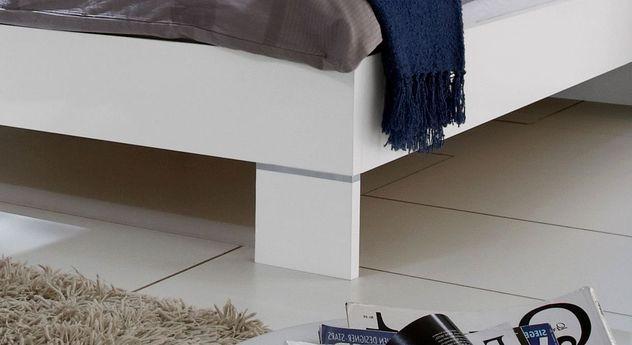 Bett Filetto inklusive weißer Füße mit Metalleinsatz