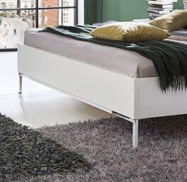 Bett Florice mit stilvollen Chromfüßen