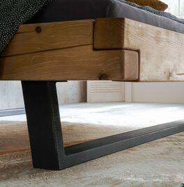 Rustikales Bett Galja mit Metallkufen