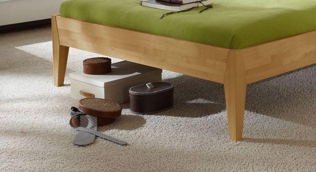 Bett Glarus mit konisch zulaufenden Bettbeinen