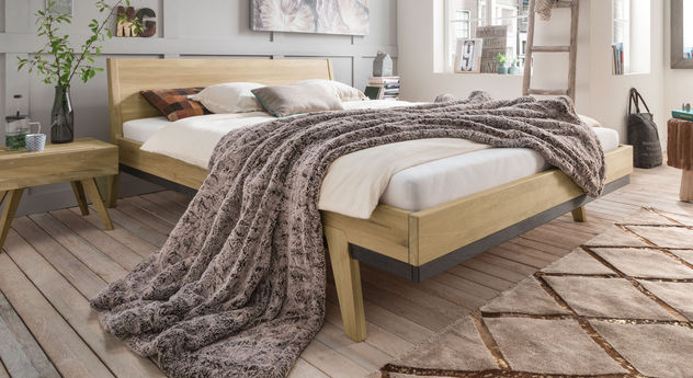 Wildeichen-Bett Gordola in modernem Design