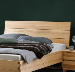Bett Grimar aus stabilem Wildbuche-Massivholz