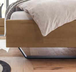 Bett Honoka mit elegantem Metall-Untergestell