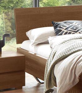 Klassisches Bett Honoka mit geneigtem Kopfteil