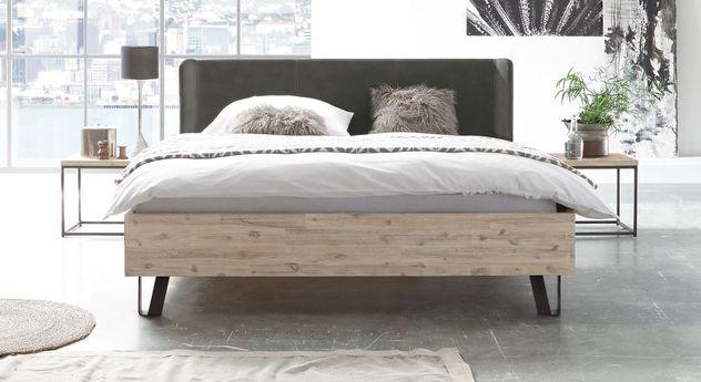 Bett Imatra aus naturfarben gebürsteter Akazie