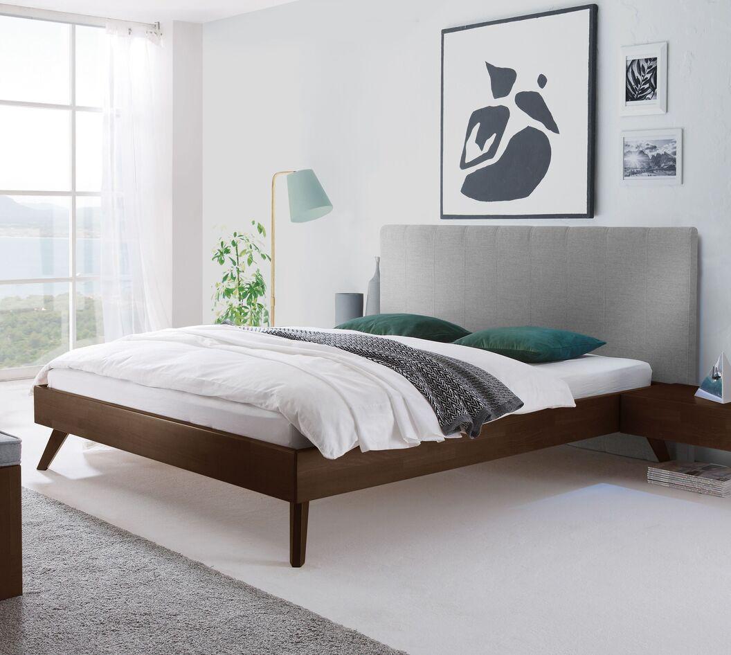 Bett Immanuel mit robustem Holzrahmen