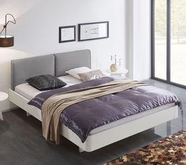 Bett Iraklia aus lackiertem Massivholz