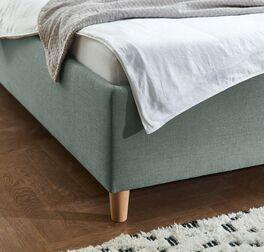 Bett Kannur verfügt über konische Füße aus Buchenholz