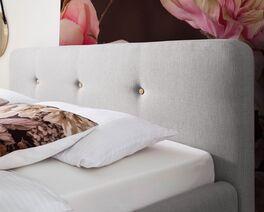 Bett Karelia mit komfortablem Kopfteil