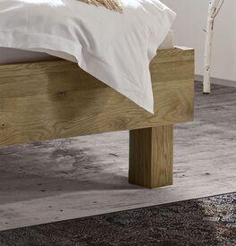 Bett Karvel mit schlichten Blockfüßen