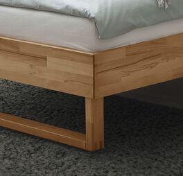 Bett Kian aus hochwertigem Kernbuchenholz
